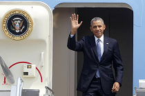 Obama waving_Airforce1