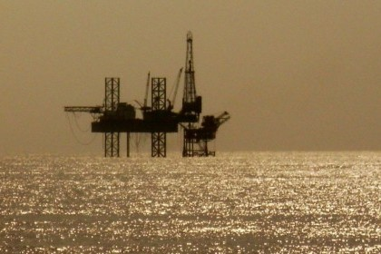 Solitary_Oil_Rig_In_The_Arabian_Sea