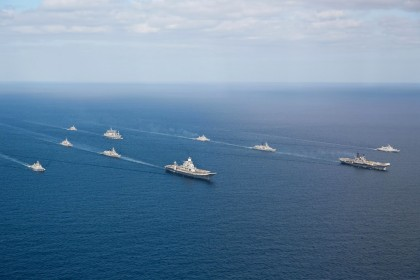 Indian_Navy_flotilla_of_Western_Fleet_escort_INS_Vikramaditya_(R33)_and_INS_Viraat_(R22)_in_the_Arabian_Sea