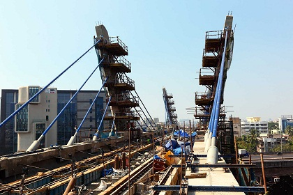 Construction_of_Mumbai_Metro_One_Bridge_over_Western_Express_Highway,_Mumbai