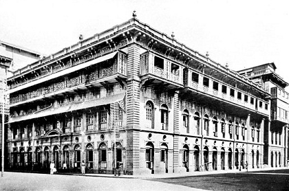 The Presidency Chartered Bank of Bombay on 1 Rampart Row was founded in 1840 and was one of three presidency banks that were the precursors of the State Bank of India (1955)