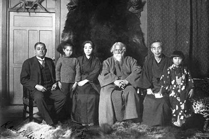 Image credit: The better India.  From left to right, Rash Behari Bose, Rabindranath Tagore (centre) and the Soma family at Nakamuraya, supporters of the Indian cause who  hid Bose for many months